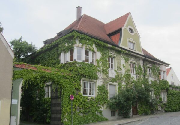 Friedberg, Grass Covered House