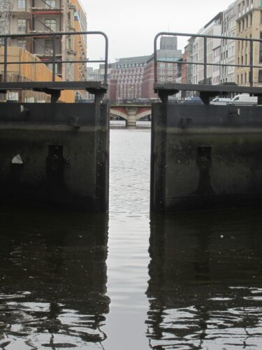 Hamburg, Barrage Closing