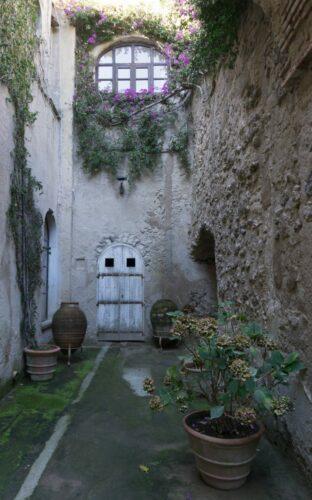 Ischia, Aragonese Castle Courtyard