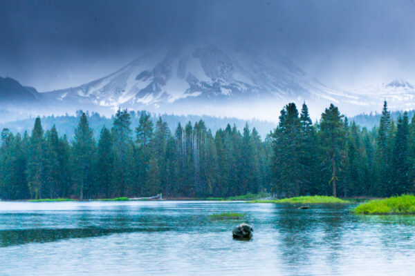 Lassen Volcanic National Park, Snowing at Manzanita Lake