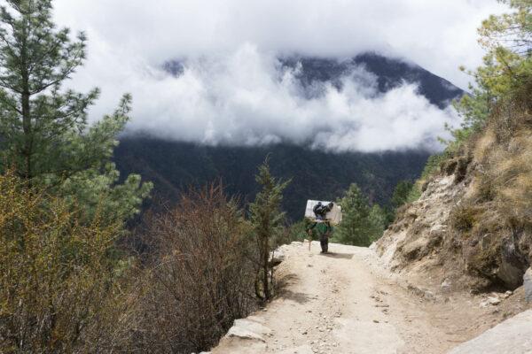 Nepal, Fully Loaded Sherpa