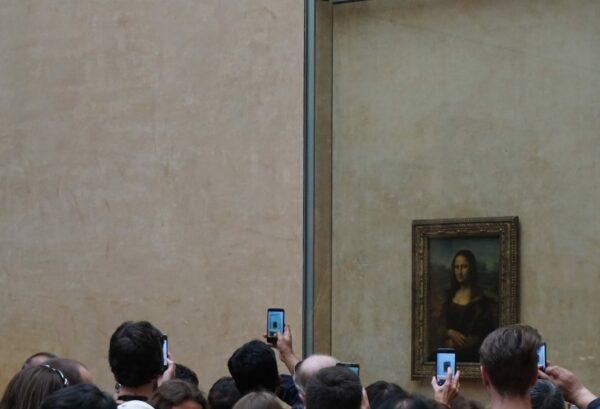 Paris - Louvre, People Taking Photos Of Leonardo Da Vincis Mona Lisa