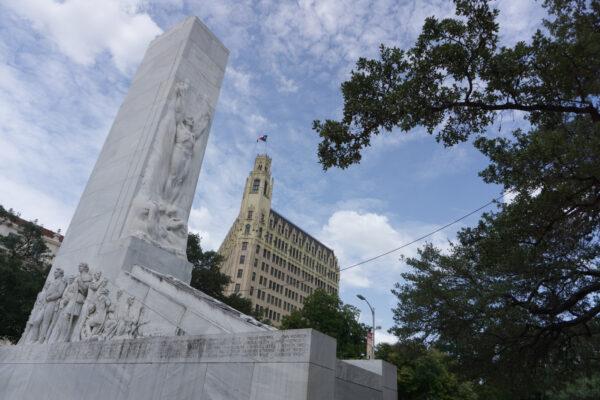 San Antonio, Alamo Cenotaph Monument