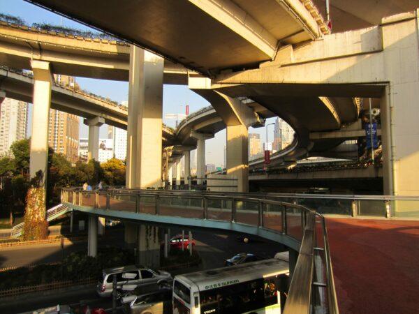 Shanghai, Maze-Like Highways
