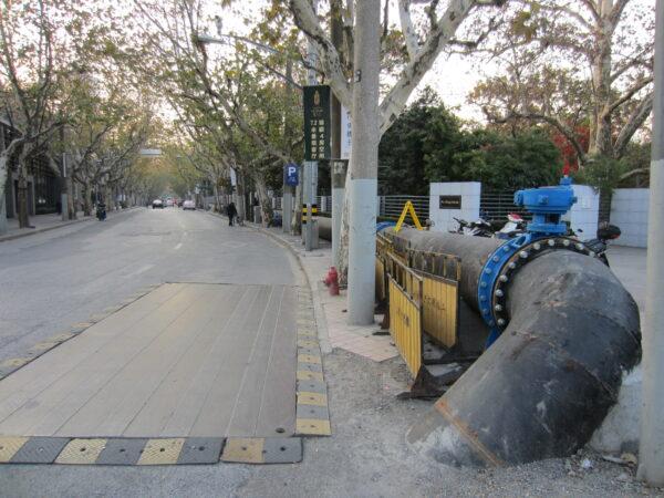 Shanghai, Pipeline On Pavement